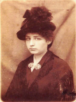 Camille Claudel vers 1889 � Coll.Part.