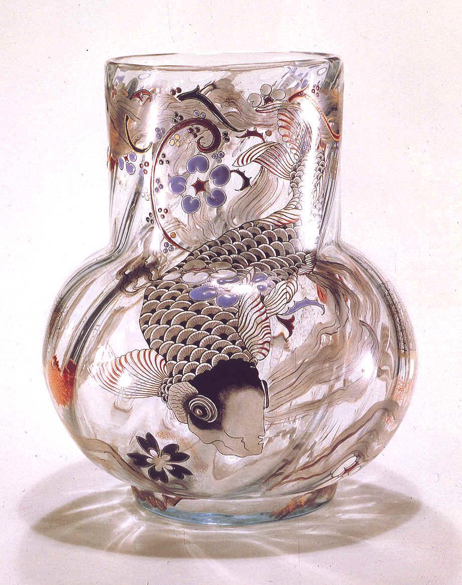 emile gall vase en verre cam e 1900 avec inscription b ni soit le coin sombre o s 39 isolent. Black Bedroom Furniture Sets. Home Design Ideas